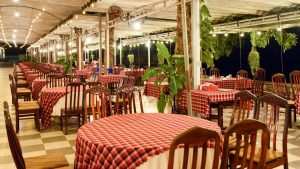 Van Phat Restaurant with a length of more than 200m on the river bank stands out with fresh and delicious river specialties